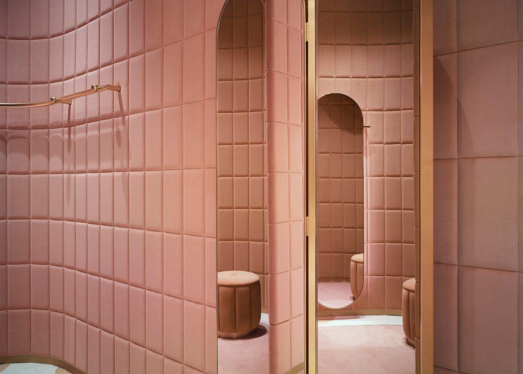 Una propuesta audaz de Red Valentino para las paredes de tu hogar. Foto WGSN.