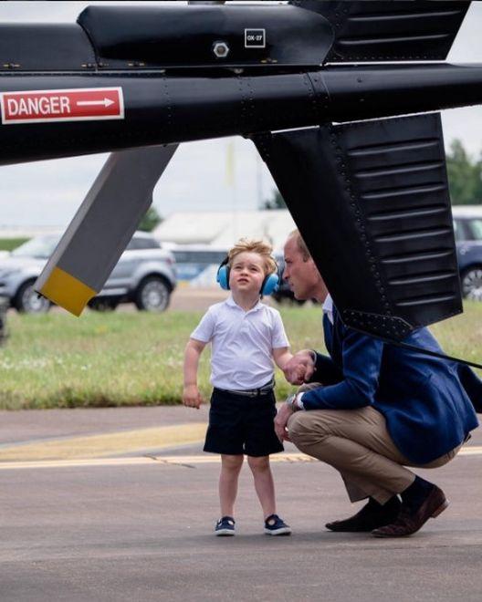 El primogénito de los duques de Cambridge disfrutó de su visita a la base del Royal Air Force, el año pasado en Londres. (Instagram/ @kensingtonroyal)