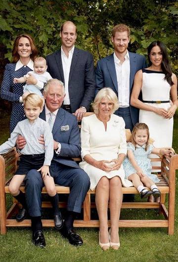 13 de noviembre de 2018. Foto compartida por la familia real en la que el príncipe Charles sale con su esposa Camilla, duquesa de Cornualles; sus hijos, los príncipes William y Harry; sus nueras, las duquesas de Cambridge y Sussex, y sus tres nietos, los príncipes George, Charlotte y Louis.