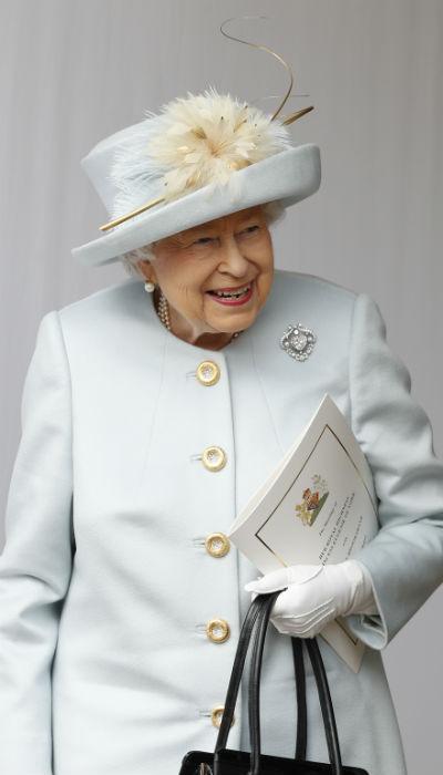 De fallecer la reina, existe un orden de sucesión que establecerá quién la sustituya, salvo que ocurra antes un cambio. (Archivo)
