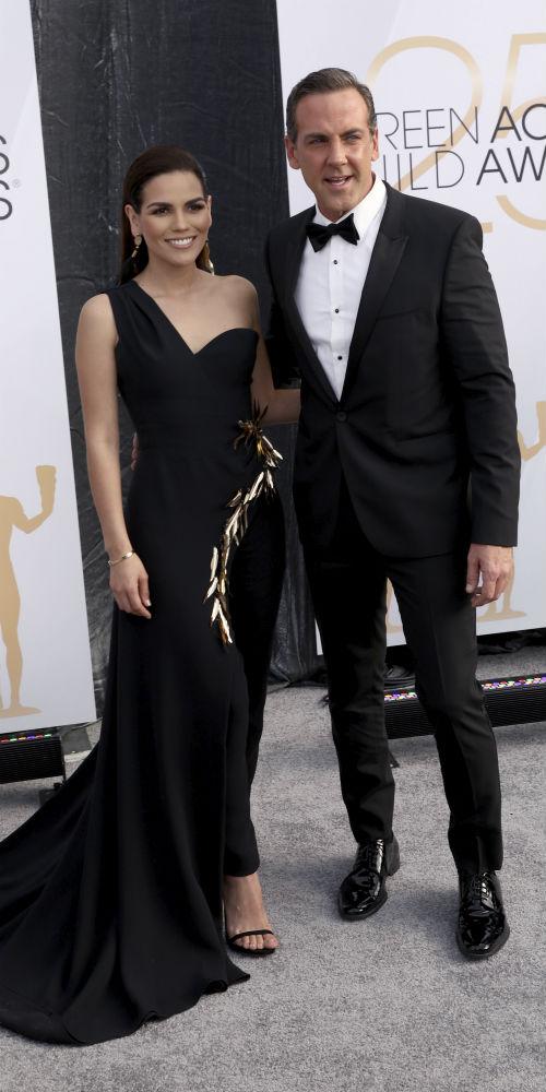 El actor puertorriqueño Carlos Ponce y su novia, la periodista mexicana Karina Banda. (AP)