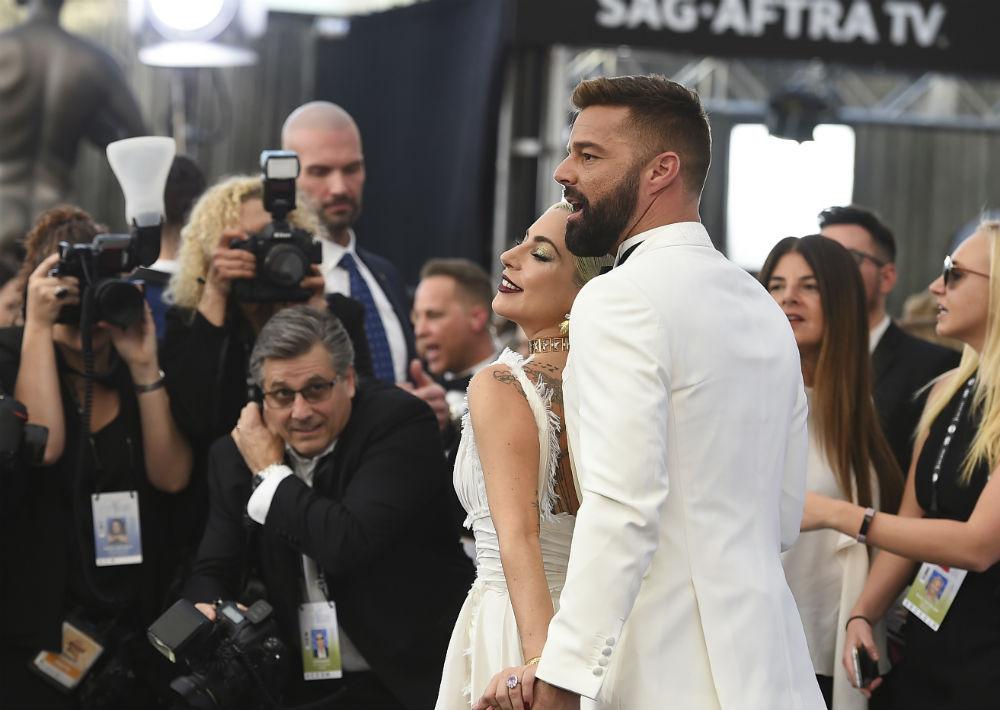 El astro puertorriqueño Ricky Martin y la estrella Lady Gaga acapararon miradas a su llegada. (AP)