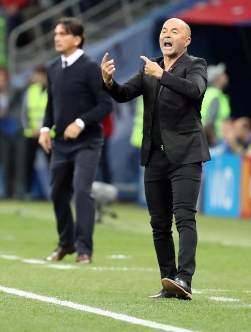 Y en el encuentro ante Croacia, el argentino reemplazó la camisa por una t-shirt negra. (EFE)