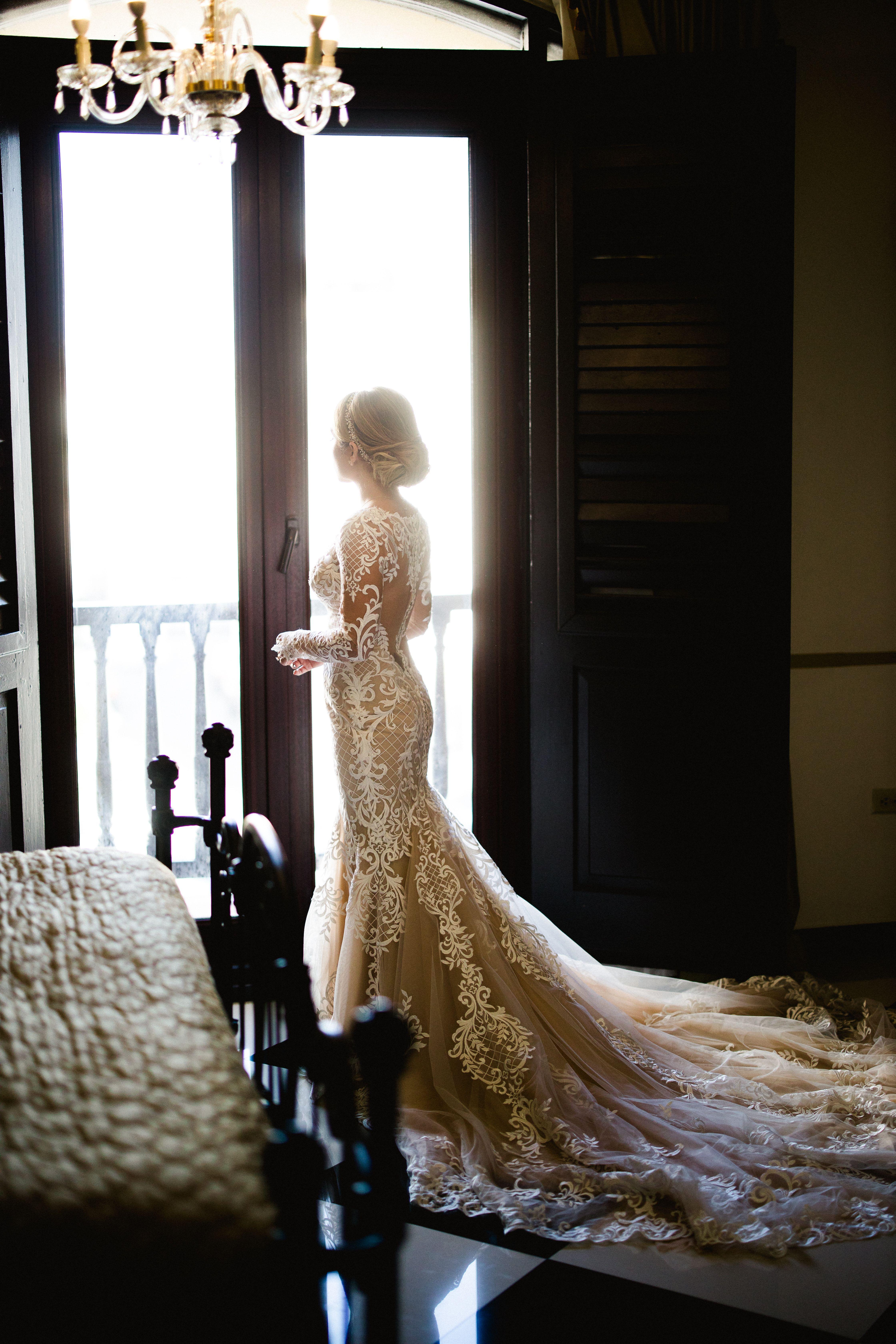 Vestimenta novia: D'Royal Bride. Peinado y maquillaje: Enrique Iglesias (Vanessa Velez)