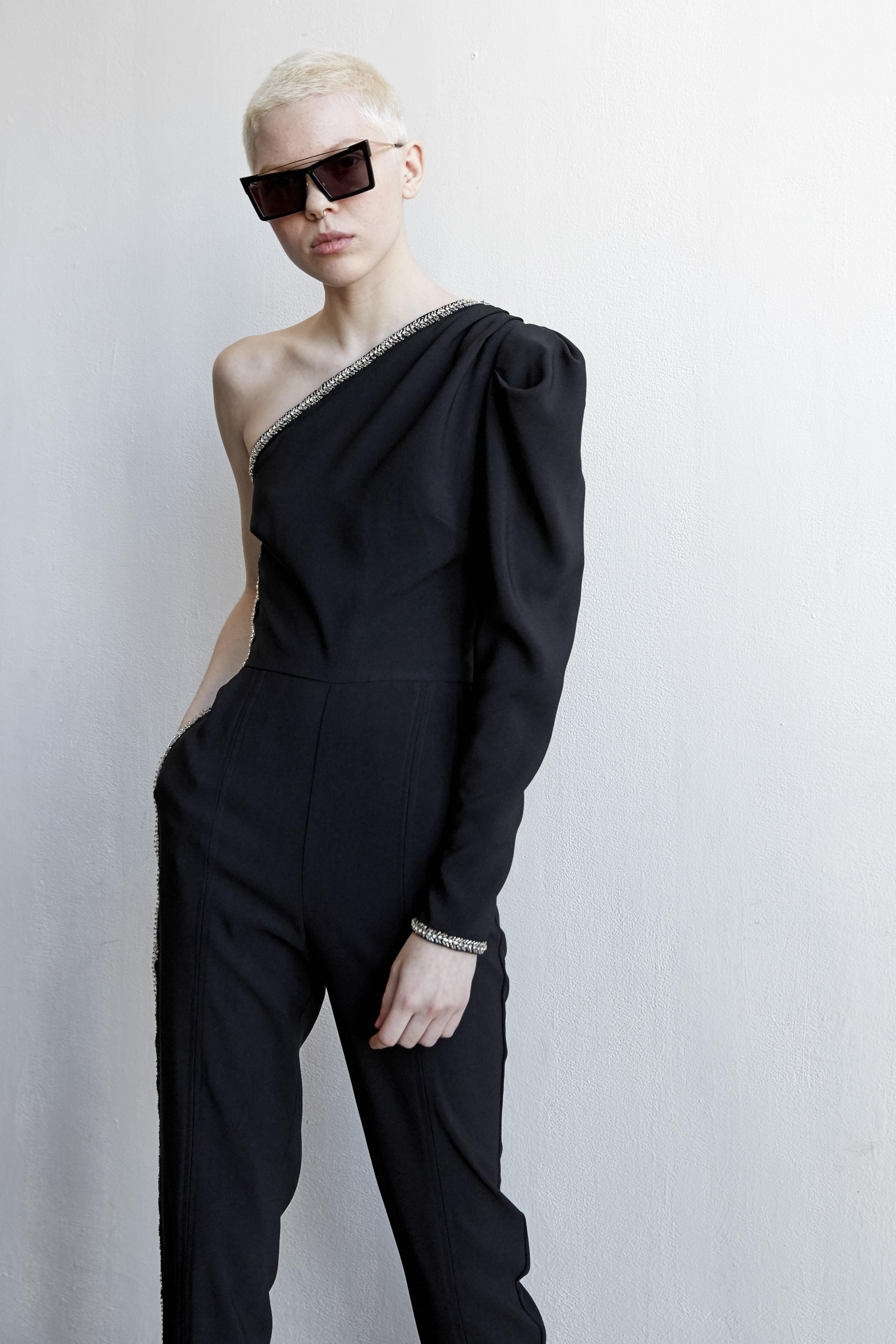 """""""One shoulder"""" – Es una silueta moderna, coqueta y que te hará lucir diferente. (Foto: WGSN)"""