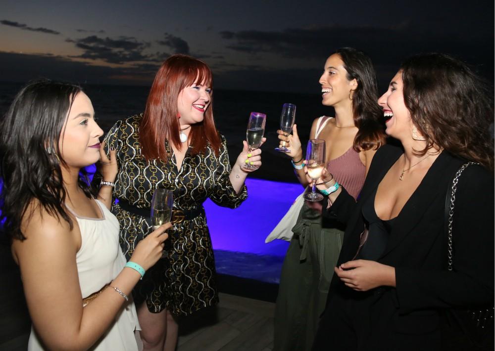 Victoria Morales, Adamarie Pérez, Aileen Sotomayor y Alejandra García disfrutaron de champán y aperitivos confeccionados por el chef ejecutivo Luis Guzmán.