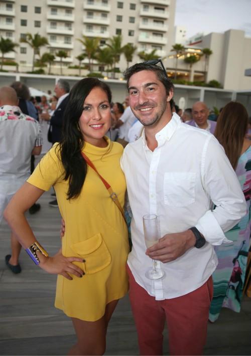 En la fiesta hubo música de jazz latino y las mezclas del  DJ invitado, Matt Winters.En la foto, Elsa Guzmán y Gordon Tarola.