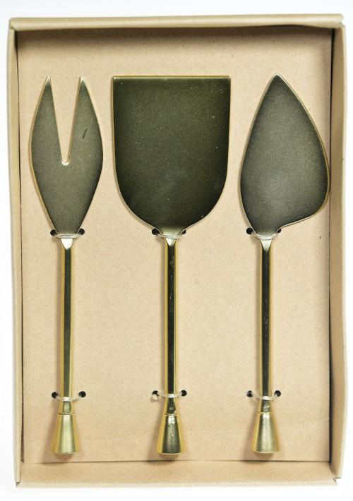 Conjunto de tres piezas para servir quesos, $40, de Macy's. (Foto: Gerald López-Cepero)