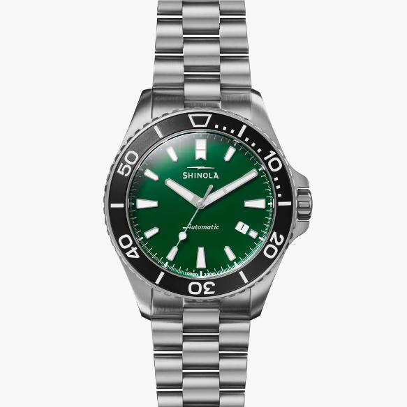 Reloj Shinola Monster - Creado para quienes disfrutan del buceo pues soporta presiones extremas bajo el mar y tiene una clasificación de profundidad de 1,000 pies.  Puedes conseguirlo en Kiyume, en Plaza Las Américas. (Suministrada)