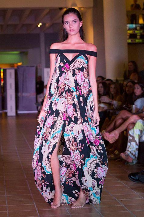 El corte off-shoulder formó parte en las creaciones de Sonia Rivera.