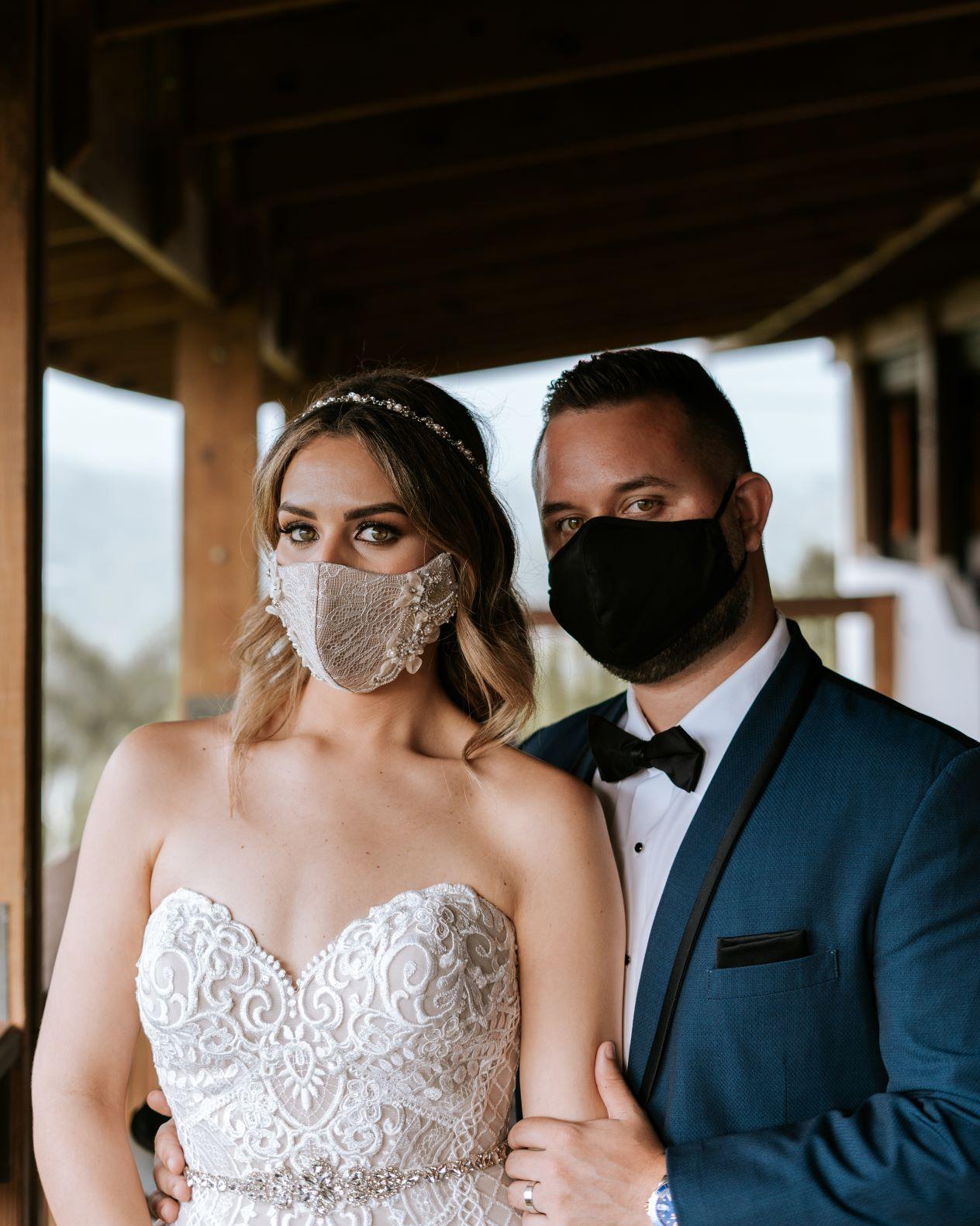 Mascarilla de la novia: Edzel Giovanni. Vestimenta del novio: Zara y Leonardo Fifth Avenue (Artonico Stories)