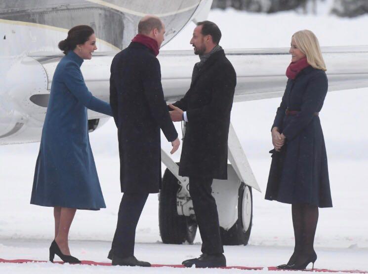 Kate y William son recibidos por el príncipe heredero de Noruega, Haakon y su esposa Mette Maritt. (Foto: The House of Windsor)
