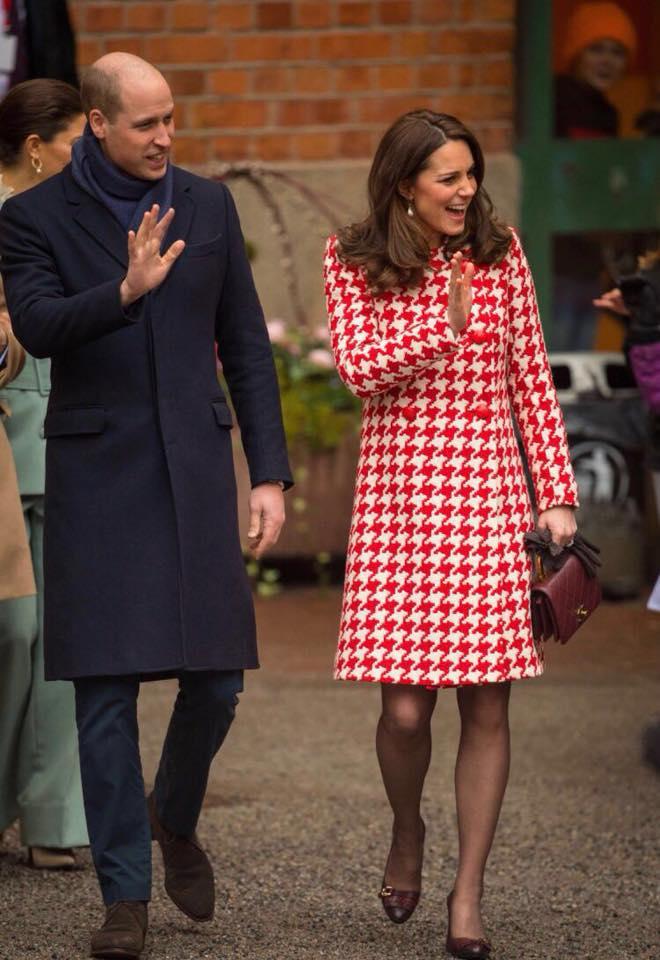 Kate Middleton y el príncipe William, durante su visita al Instituto Karolinksa  en Solna, Suecia. (Foto: Henrik Montgomery/TT via AP)