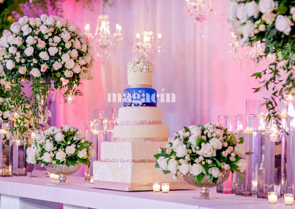 El bizcocho fue de Luxury Wedding Cakes by Lourdes y Karen Padilla. (Suministrada/ Claudette Montero)