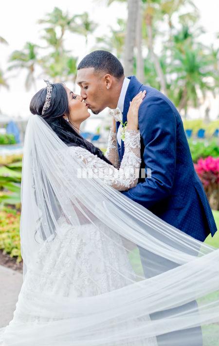 """El lanzador de los Mets de Nueva York Edwin """"Sugar"""" Díaz y Nashaly Mercado Mujica se casaron en el Wyndham Grand Rio Mar Beach Resort. (Suministrada/ Claudette Montero)"""