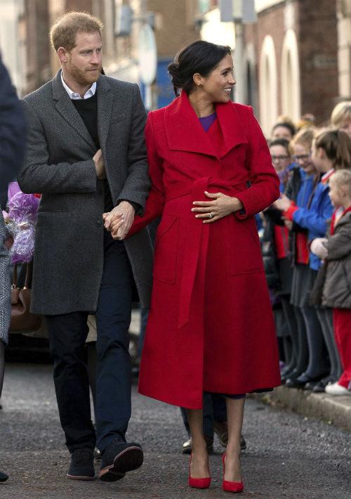 Los duques de Sussex visitaron el pueblo de Birkenhead, en Merseyside, donde compartieron con miembros de varias organizaciones de apoyo y empoderamiento comunitario. (AP)