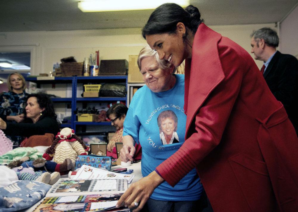 Markle acudió a la sede de una organización que apoya a mujeres en circunstancias vulnerables o que acaban de salir de prisión. (AP)