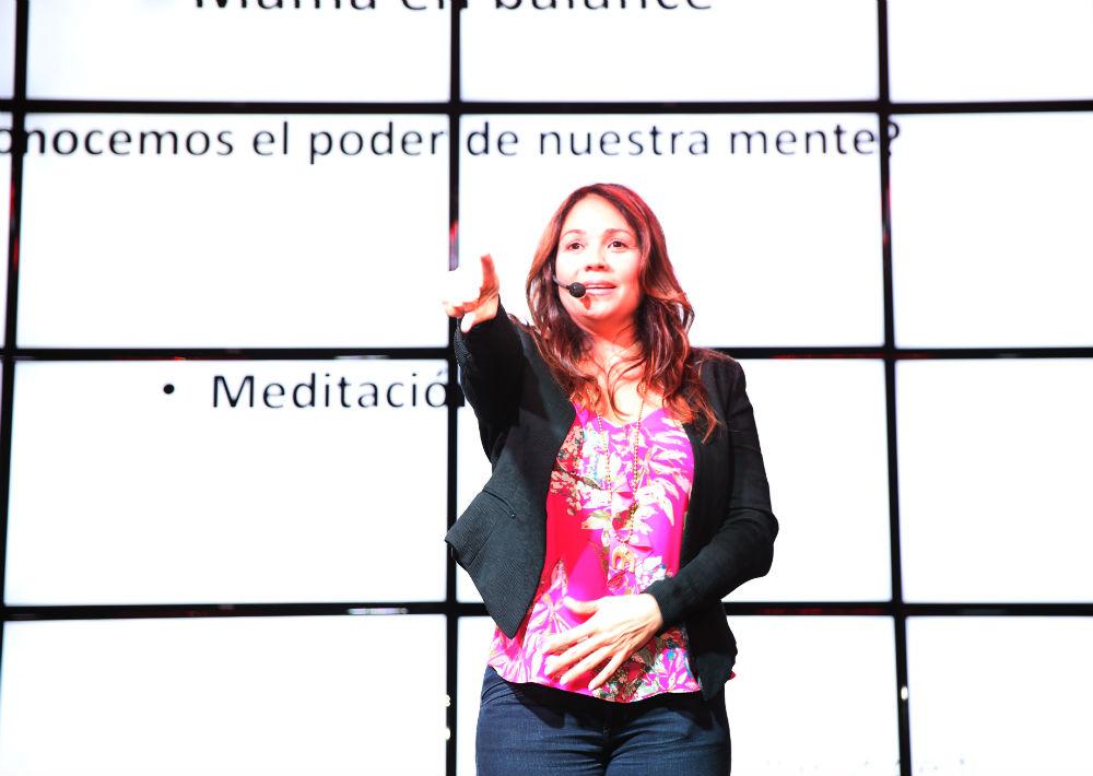 Táyna Rivera ofreció una amena charla llevó al grupo de mujeres y a varios hombres que las acompañaron. (Foto: Suministrada)