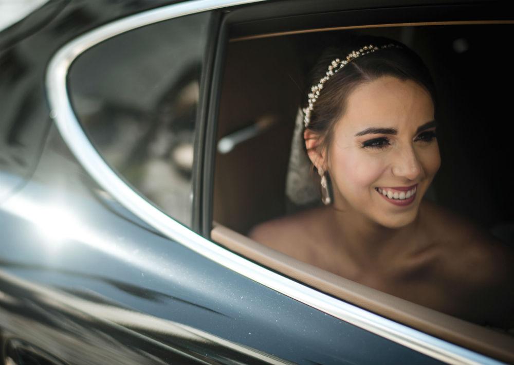 Vestido, mantilla y tocado de la novia: D'Royal Bride. (Suministrada)