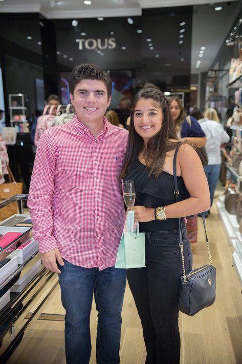 Michael Fernández y Dasha Rivera, en la apertura de la tienda Tous en The Mall of San Juan.