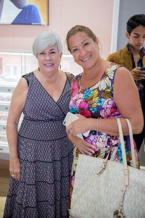 Victoria Newland y Leidy Mosri, en la apertura de la tienda Tous en The Mall of San Juan.