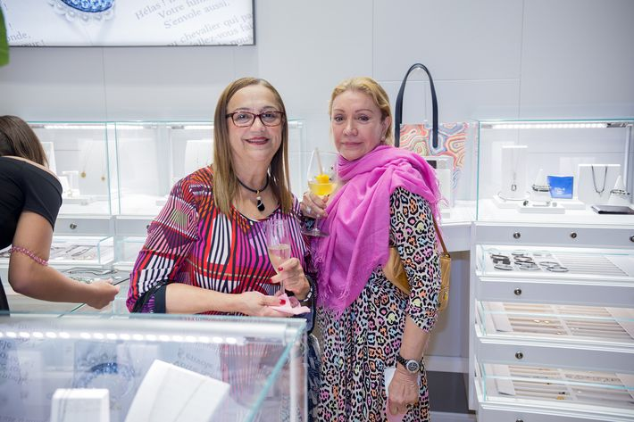 María Molina y Auri Rivera, en la apertura de la tienda Tous en The Mall of San Juan.