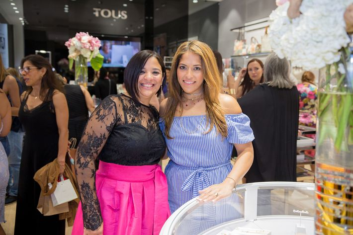 Yari Torres y Mildred Marcano, en la apertura de la tienda Tous en The Mall of San Juan.