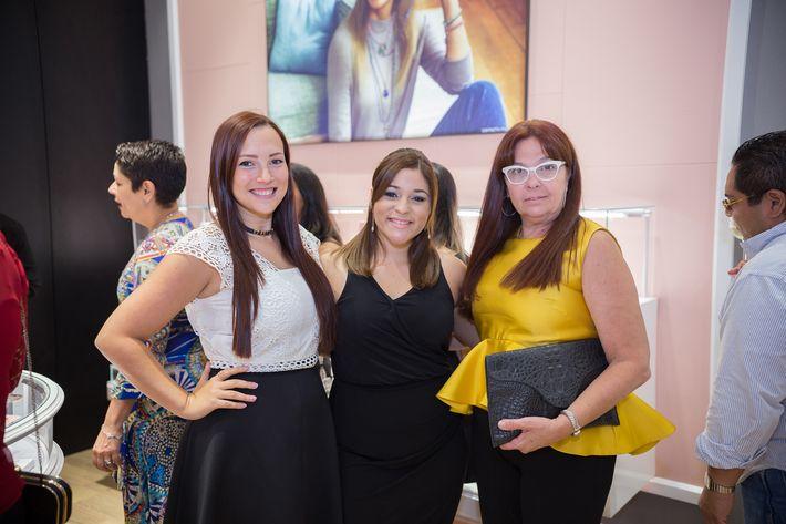 Sheila Cardona, Silmarie Cantres e Inés Nin, en la apertura de la tienda Tous en The Mall of San Juan.