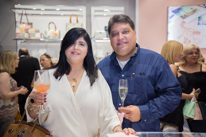 Nelly y Jaime Saenz, en la apertura de la tienda Tous en The Mall of San Juan.