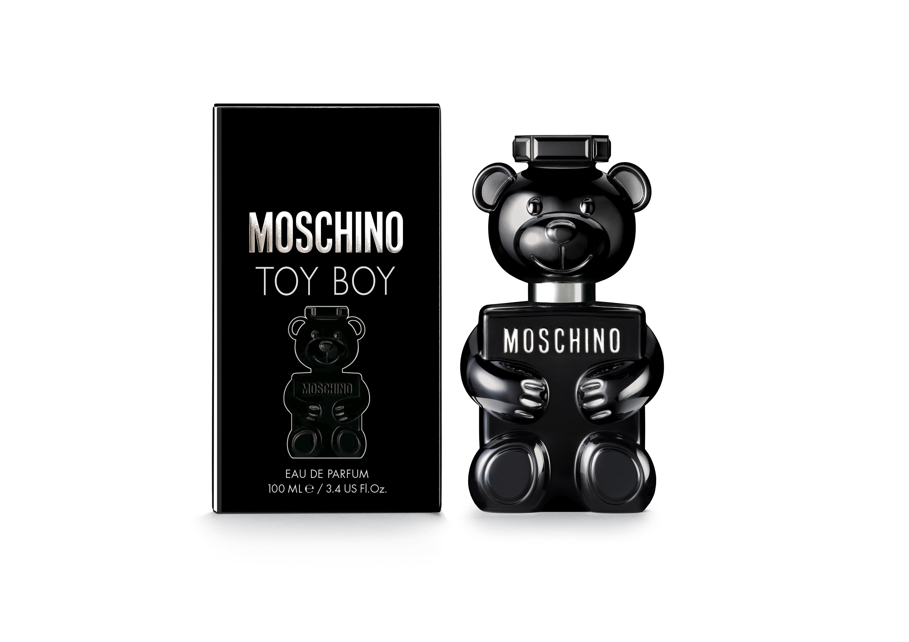 Moschino regresa con la segunda edición de su icónica fragancia en forma de osito. El aroma para él, con el frasco negro, se destaca por sus notas aromáticas de madera y cuero. Exclusivo de JC Penney. (Suministrada)