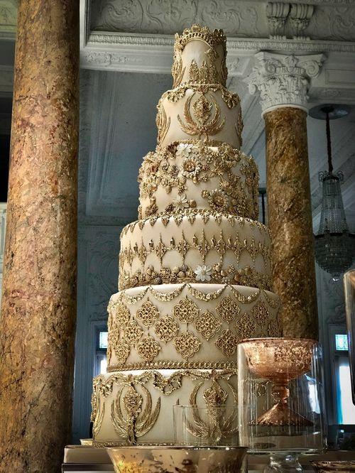 Bizcocho: Karen Padilla Master Baker & Luxury Cake Designers.