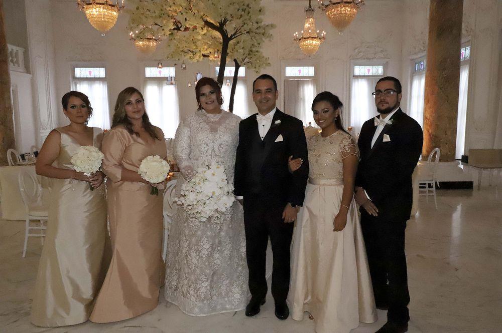 El séquito de la boda.