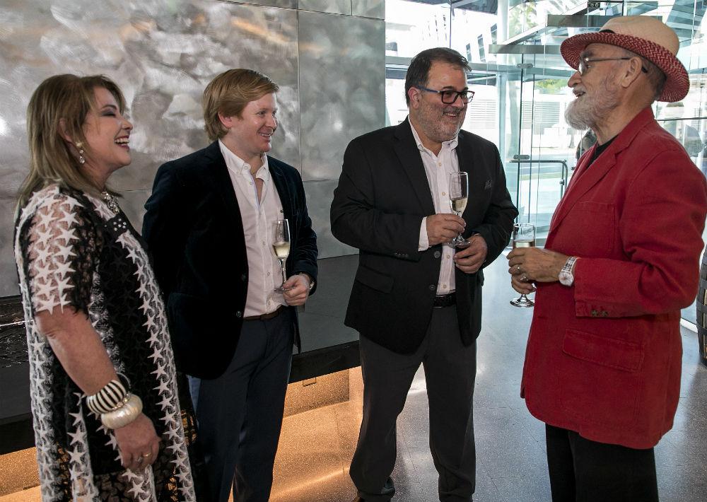 Enid Felipe y Rafael Gavilanes conversan con Antonio Matrorell. (Suministrada)