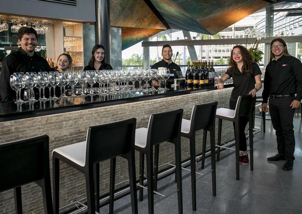 Abierto de lunes a sábado, el nuevo Tinto y Blanco cuenta con más de 200 etiquetas de vino, todas de distribución exclusiva – solo para restaurantes. (Suministrada)