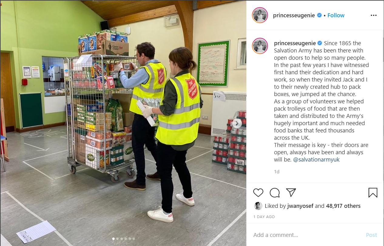 La princesa Eugenie se acaba de unir al Salvation Army para ayudar a los afectados por el COVID-19. Ella junto a su esposo, Jack Brooksbank, para empacar cajas de alimentos que serán llevadas y distribuidas en diversos bancos de comida. (Captura de Instagram)