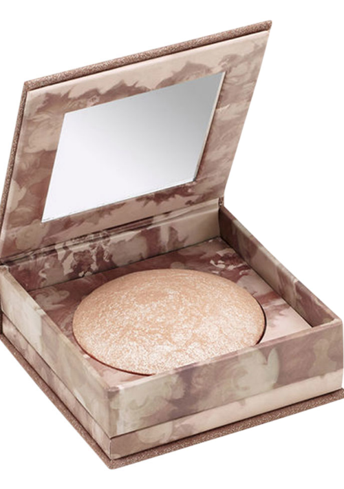 Urban Decay Mini Naked Illuminated Powder – Este polvo iluminador escarchado le dará a tu rostro un toque festivo para las actividades nocturnas. Lo mejor es el tamaño miniatura que te permitirá llevarlo aun en carteras pequeñas. (Foto: Captura de Sephora)