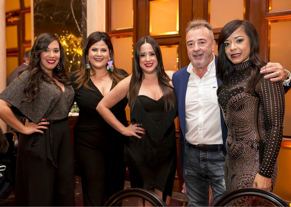 Verónica Matos, Cristina Fernández, Amelia Méndez, José María Méndez y Brenda Figueroa. (Suministrada)