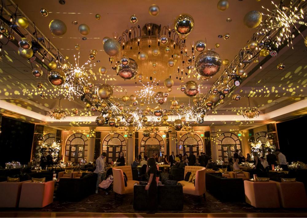 El hotel se vistió de gala con luminarias para la gran noche. (Suministrada)