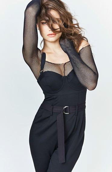 ¿No tienes ganas de lucir un vestido? Te proponemos este mono de Guess, cómodo y sensual. Foto: WGSN.
