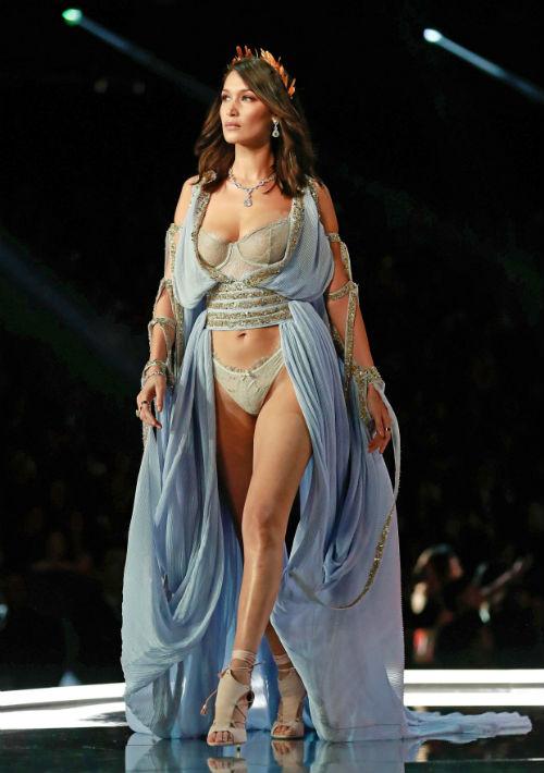 Bella Hadid, modelo estadounidense, en el desfile de Shanghai, China. (EFE/EPA)