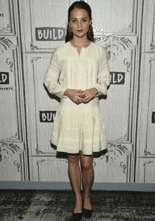 Como un guiño a la primavera, optó por un vestido corto blanco para participar del BUILD Speaker Series, en Nueva York. (AP)