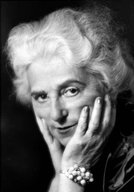"""Madeleine Vionnet - Una de las grandes """"couturiers"""" de todos los tiempos, formó junto con Coco Chanel y Jean Lanvin el trío de mujeres que crearon la moda en Francia a mitad del siglo XX. Conocida como la """"arquitecta de los diseñadores"""", sus creaciones son verdaderas obras de arte, corte y confección. Es la creadora del corte al bies. (Suministrada)"""