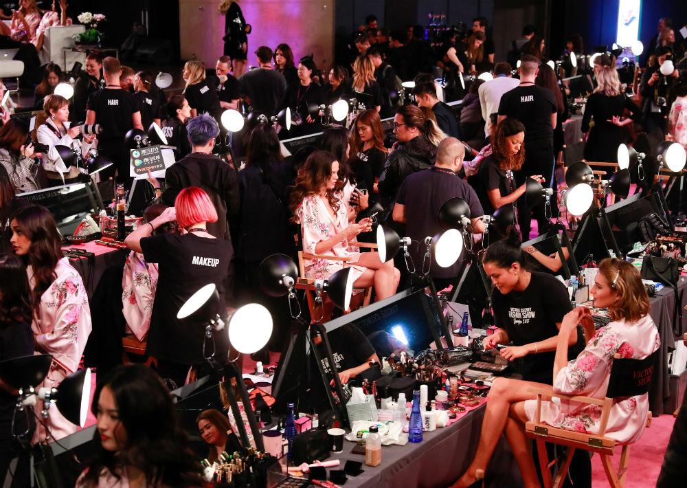Esta ha sido la primera vez que el desfile tiene lugar en Asia y este año se ha batido el récord de modelos chinas, siete, entre ellas la Liu Wen, la top mejor pagada del país. (EFE/ Sherwin)