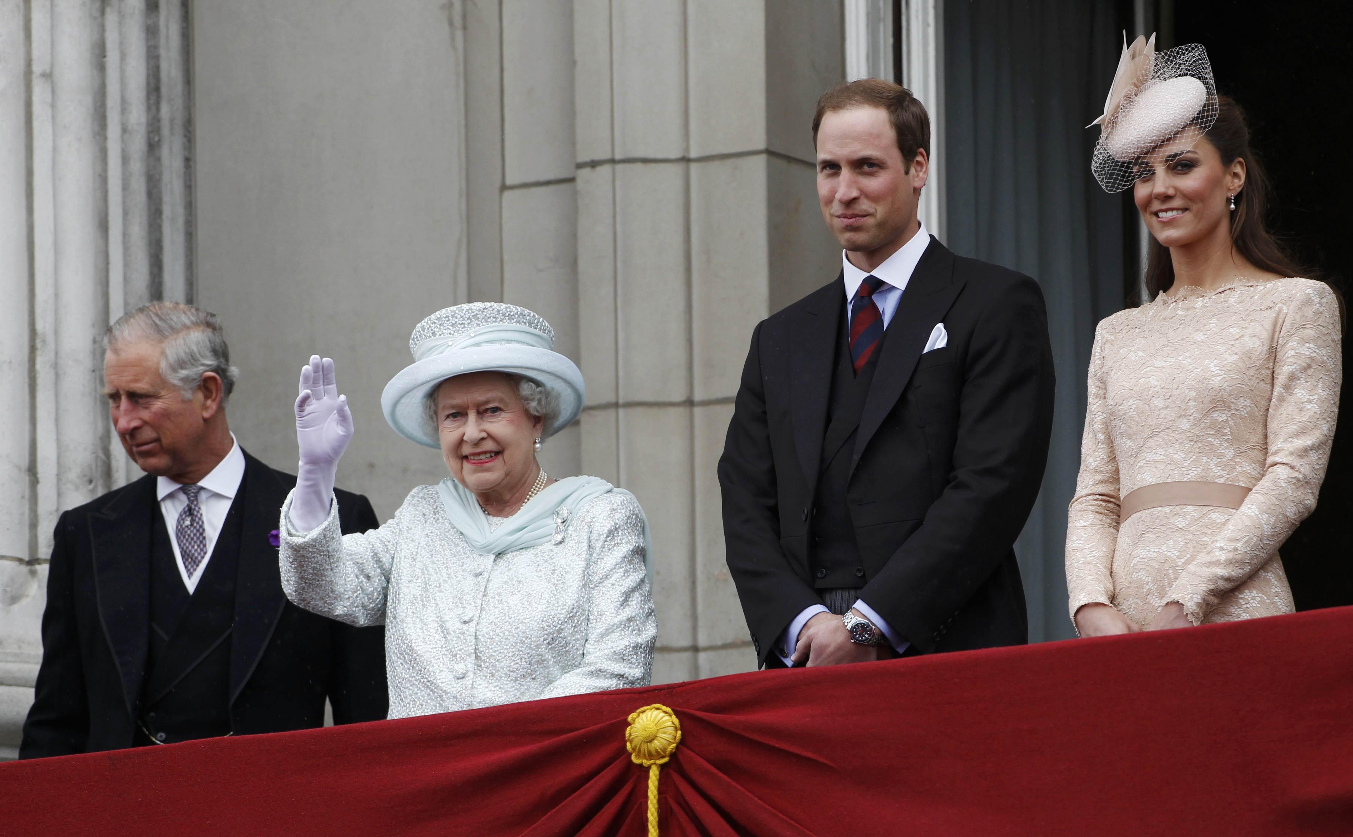 William, hijo de la princesa Diana es el segundo en la línea de sucesión al trono británico, siendo el primogénito de príncipe Carlos.(Archivo)