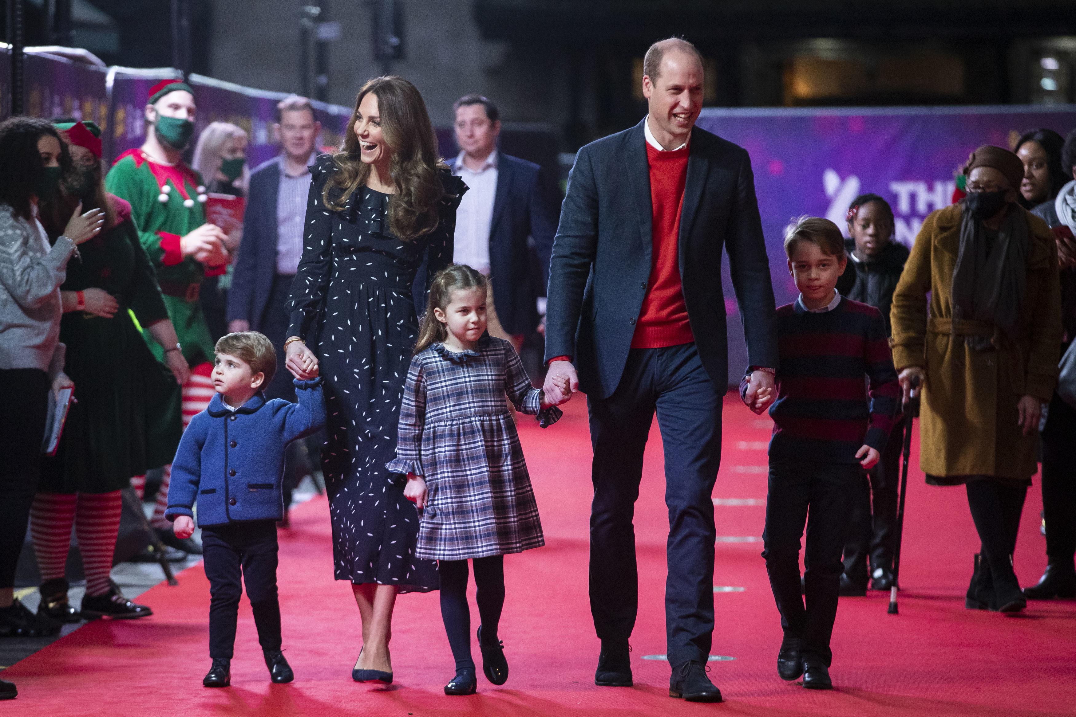 La pareja de la monarquía británica celebra, hoy, jueves, sus diez años de matrimonio junto a sus tres hermosos hijos.