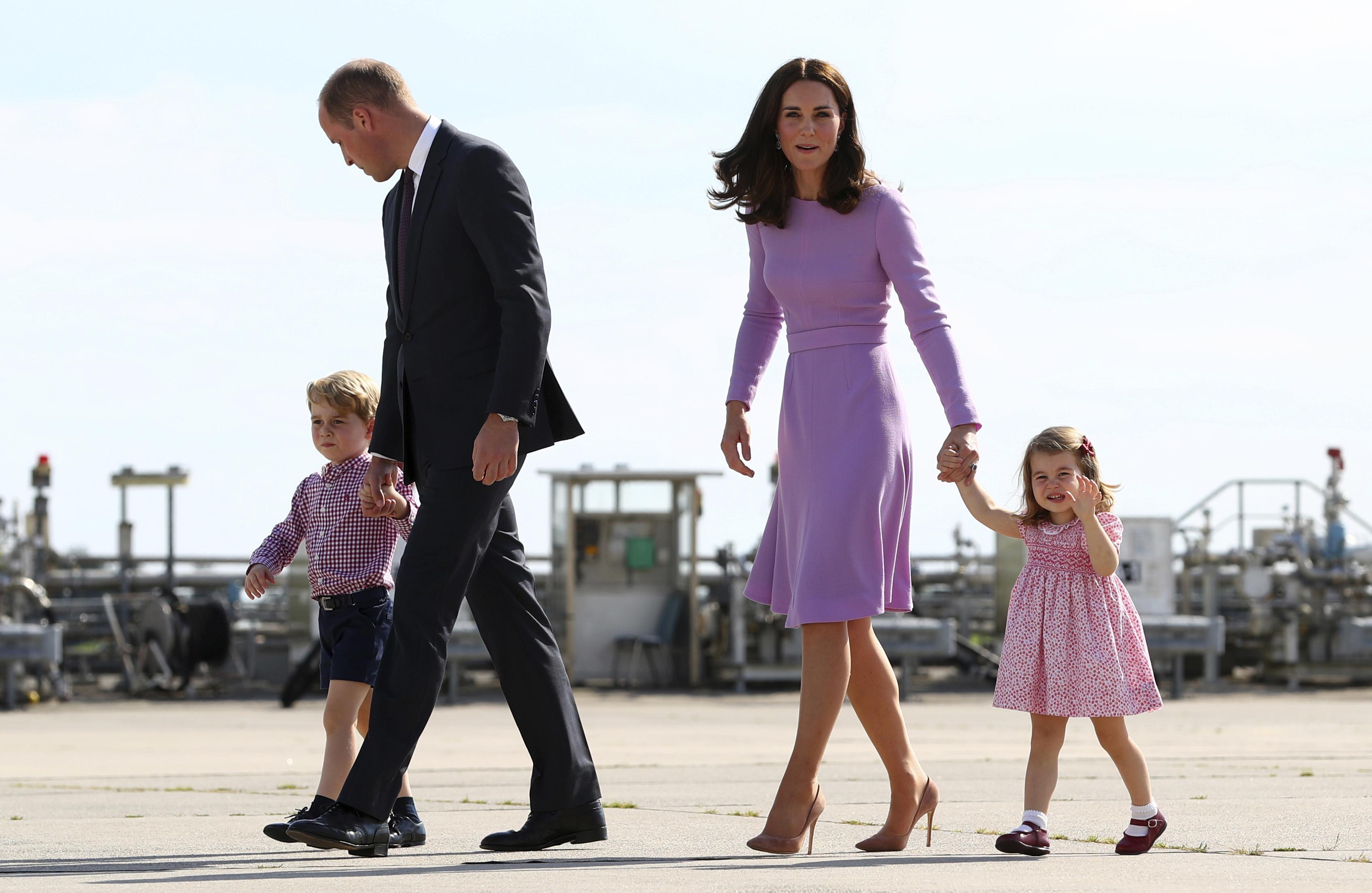 La familia real ha seguido creciendo. El 2 de mayo de 2015 se convirtieron en padres de la princesa Charlotte, hoy, con cinco años. (Archivo)