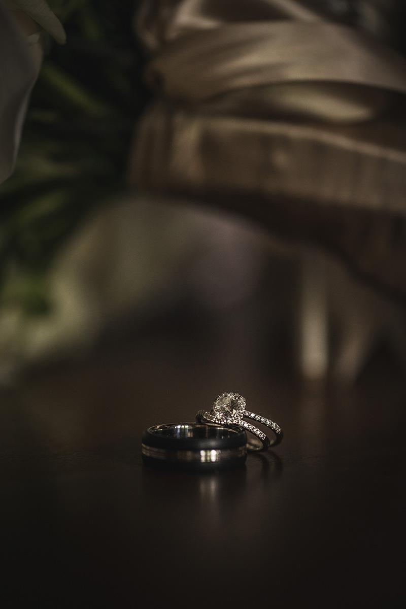 Los anillos de la pareja. Fotografía Wedding Mafia.