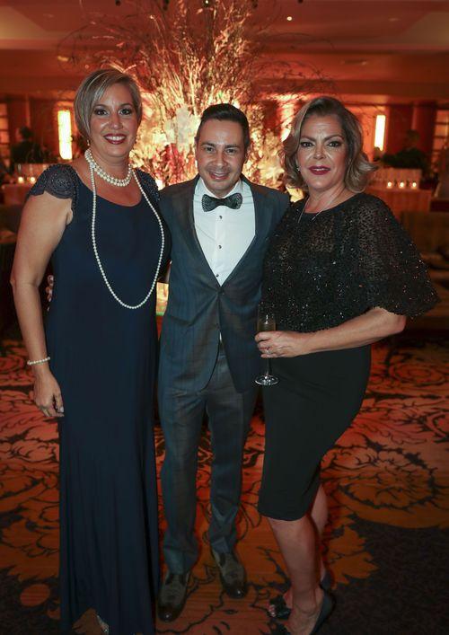 La centenaria fiesta fue coordinada por David Silva, director de catering y eventos del hotel (al centro), junto a Yanira Hernández y Lizzie Raevis. Foto suministrada