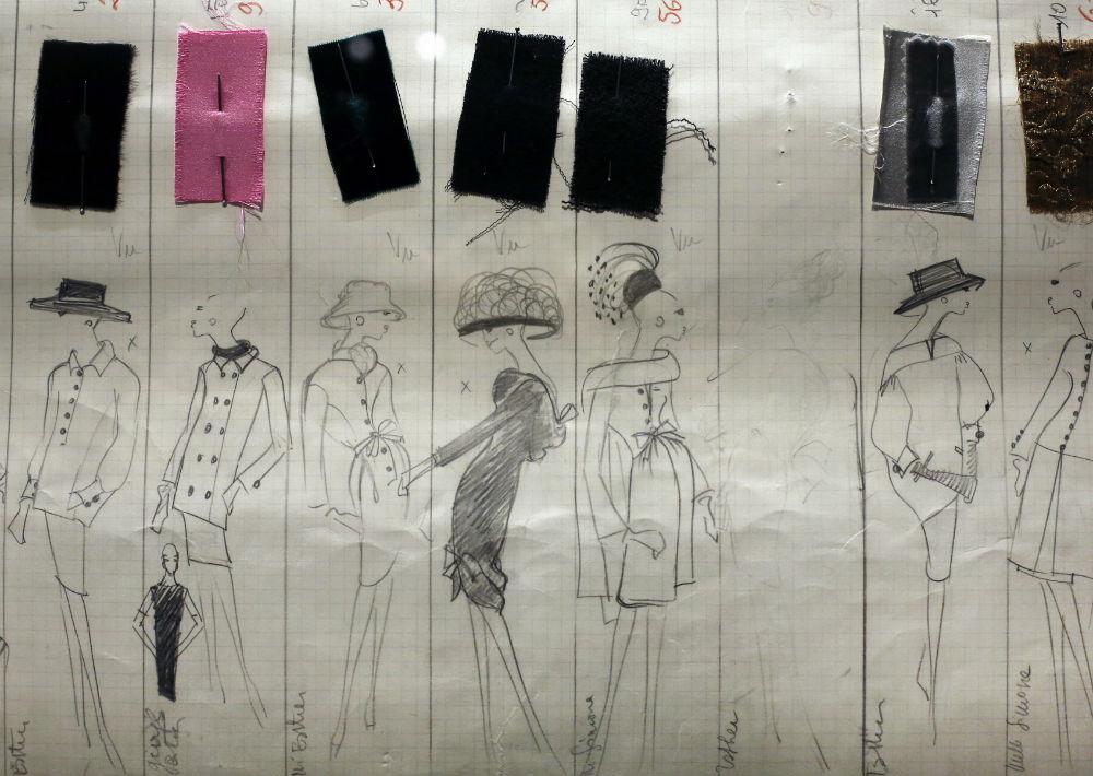 La muestra deja al descubierto parte el trabajo del modisto francés que murió en 2008, e incluye una sala de exposiciones, un auditorio, una biblioteca, una librería y un restaurante. (Foto: AP)