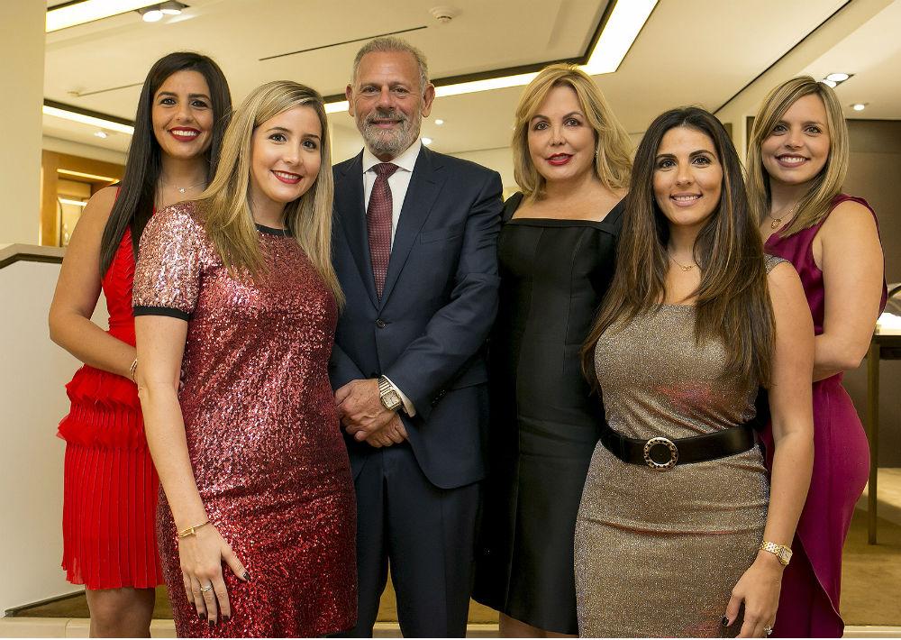 Adriana, Gabriela, Peter, Emby, Beatriz y Carola Kury. (Xavier García)